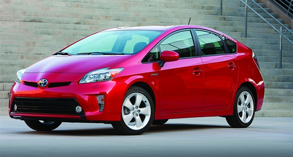 The 2012 Toyota Prius I emits the lowest level of smog-forming pollutants and greenhouse gas emissions of the vehicle's popular fleet vehicles reviewed in this analysis.