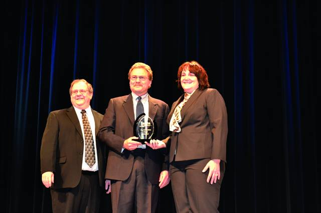 (L-R) Joe LaRosa, NAFA's international vice president, and Rick Sikes, chair of NAFA's Fuels & Technology Advisory Council, presented a Sustainable Fleet Award to Gayle Pratt, director of global fleet for Ecolab, at the 2012 NAFA Institute & Expo.
