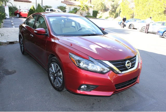 Photo of 2016 Nissan Altima SL by Paul Clinton.