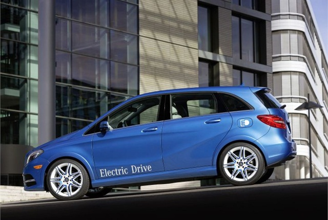 Mercedes benz electric b class arriving in summer news for Mercedes benz small car price