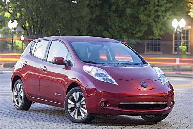 Photo of 2014 LEAF courtesy of Nissan.