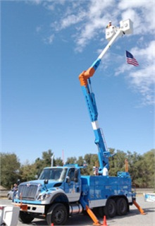 "<div><p class=""wp-caption-text""><em>The East Bay Clean Cities Coalition has recognized PG&E for helping develop a bucket truck that uses a special battery that eliminates the need for the engine to be idling while utility crews conduct their work. (Photo: PG&E Currents Archive Photo.)</em></p></div>"