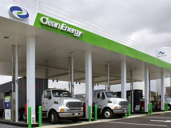 Trucks fuel up at a Clean Energy station. Photo: Clean Energy Fuels