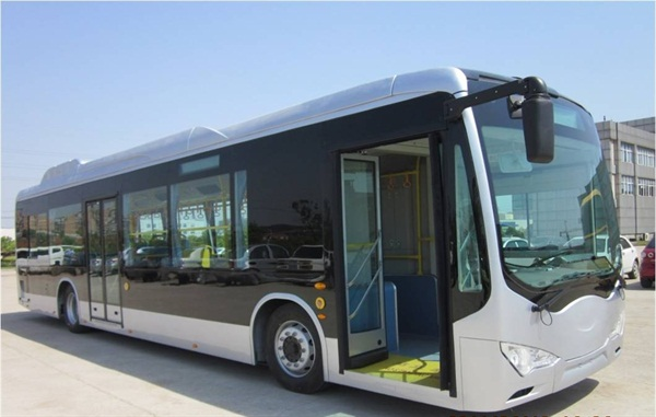 The bus will be retrofitted with a WAVE wireless charging pad under the bus, developed by the Utah State University Energy Dynamics Laboratory, a provider of wireless power transfer for vehicles. (Photo: BYD)