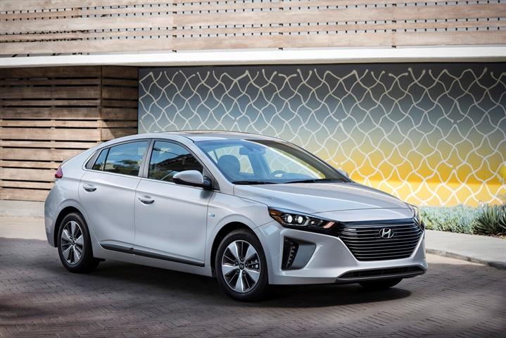 Photo of 2018 Ioniq Plug-in Hybrid courtesy of Hyundai.