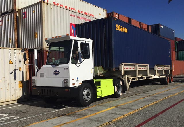 A BYD all-electric yard truck. The typical yard truck burns 2 to 4 gallons of diesel fuel per hour. Photo: CARB