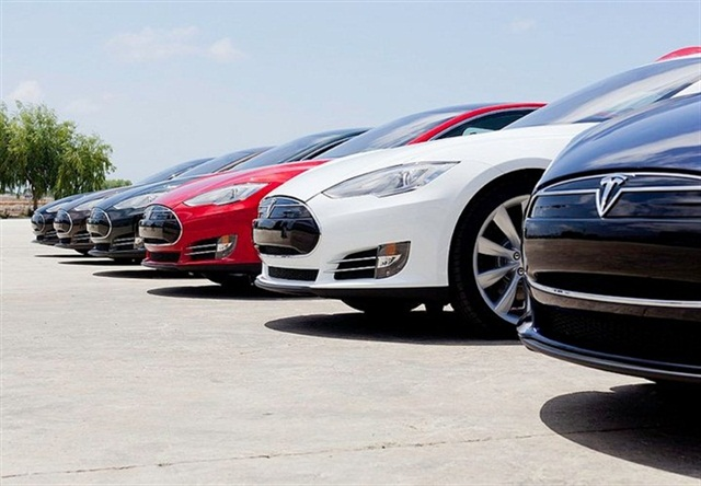 Photo of Model S sedans courtesy of Tesla.