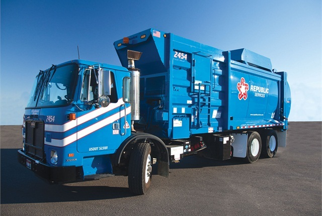Photo of Republic CNG truck courtesy of Republic Services.