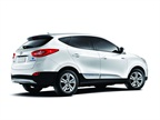 FUEL CELL The 2015 Hyundai Tucson Fuel Cell is the automaker s entry