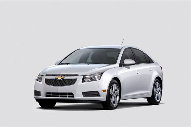 <p>The 2014 Chevrolet Cruze Diesel features a 2.0L turbo-diesel, 6-speed automatic transmission, and has an approximately 4.5-gallon DEF tank.</p>
