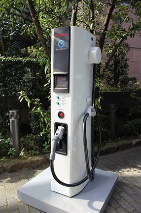 <p>Nissan's newly downsized EV charger</p>